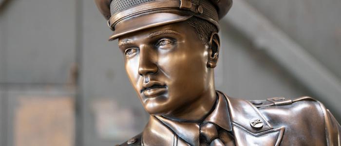 Elvis Presley als Bronzestatue ist fertig